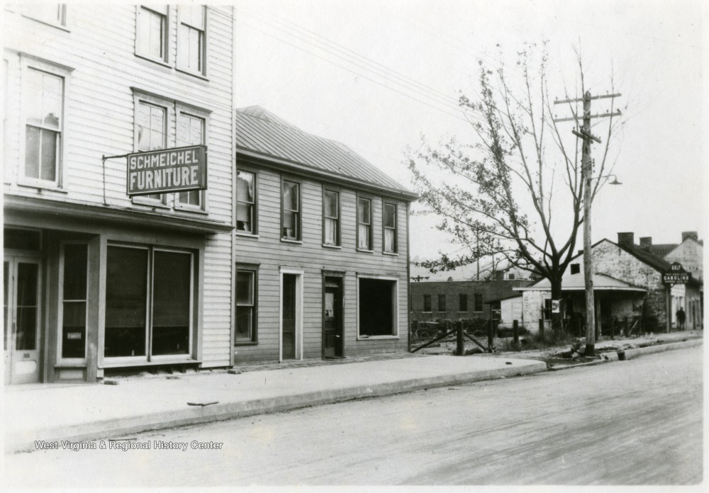 'Looking N. W. on University Ave. Showing Frontage of Hennen Property and B&O lot to Lepera Property.'