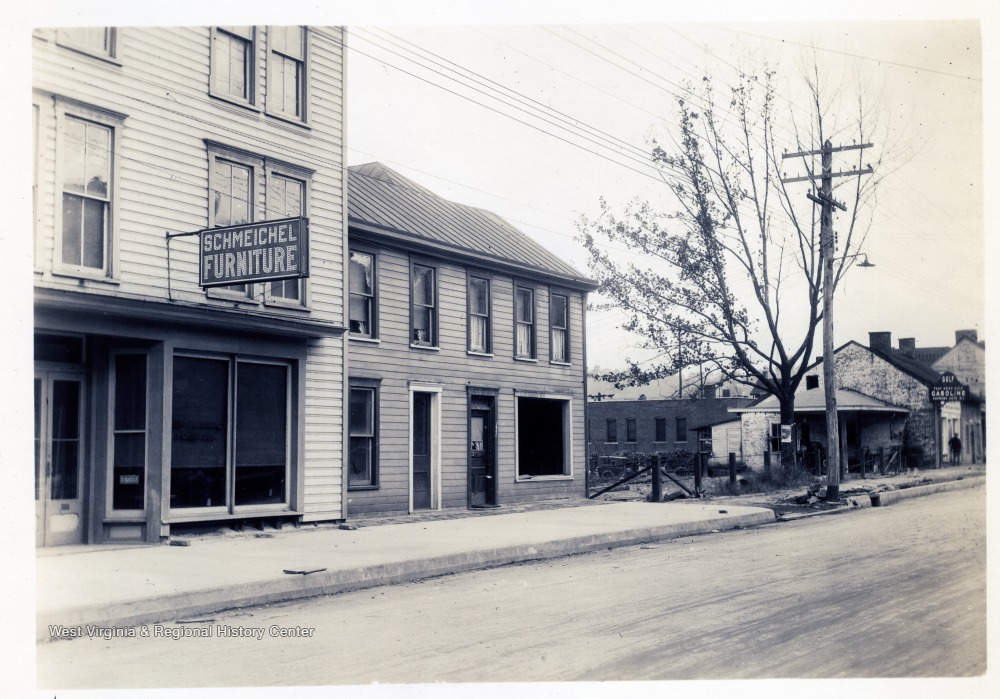 Looking N.W. on University Avenue - Showing frontage of Hennen property and B.&O. lot to Lepera property.