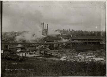Operating mill of the Davis Babcock Lumber company.