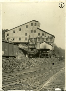 Kelly's Creek Colliery next to railroad.