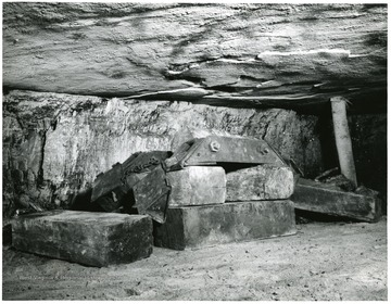 'Modified Longwall Mining with a German Coal Planer. Progress Report 2: Completion of Mining in three Adjacent Panels in the Pocahontas No. 4 Coal Bed, Helen, W. Va.' If this photograph is used for publication, please give credit to the Bureau of Mines, United States, Department of Interior.