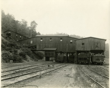 Coal Tipple with four coal cars underneath it.