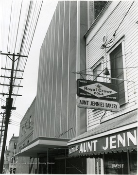 Aunt Jennies Bakery located on Walnut Street between Spruce Street and High Street.
