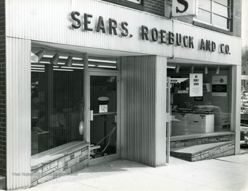 The exterior of Sears, Roebuck and Company on High Street below Pleasant Street.