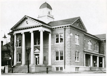 This court house was built to replace the one destroyed by a fire April 17th, 1924.