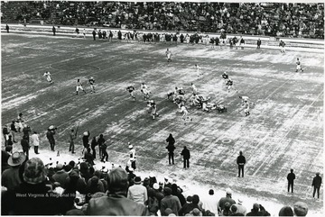 Running play to the left side of the line on a Winter's day at Mountaineer Field.