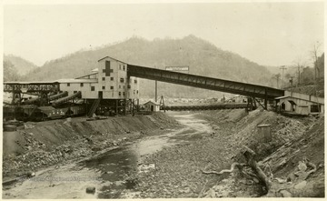 'Island Creek Coal Sales Co., Cincinnati, Ohio; The following cars of Pocahontas coal were shipped today for account of; 4-Point Pocahontas Coal'