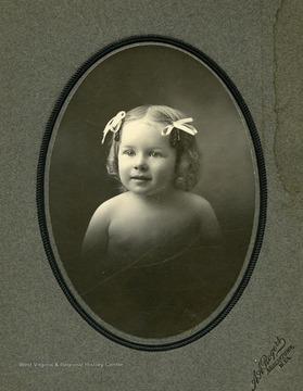 Cabinet card portrait of Anna Maxwell, daughter of Hu Maxwell. Died at age 2, weeks after this photograph was taken.
