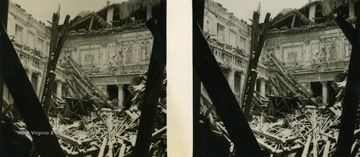 A raumbild-verlag (stereocard) of a historic Munich building after Germany was bombed during World War II.