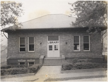 Photo of Carnegie Library.