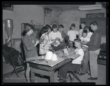A group of campers make lamps during their class activity.